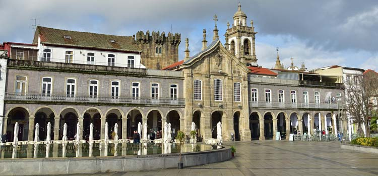 Praca Republica and the Arcada braga